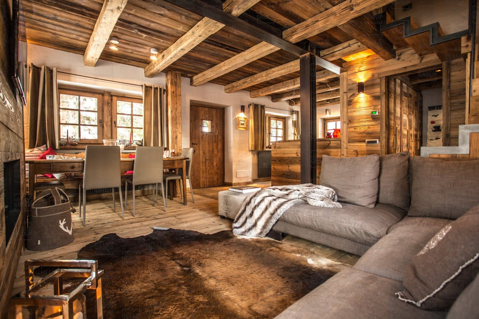 Chalet di design in montagna chalet maison bianca for Divani in trentino